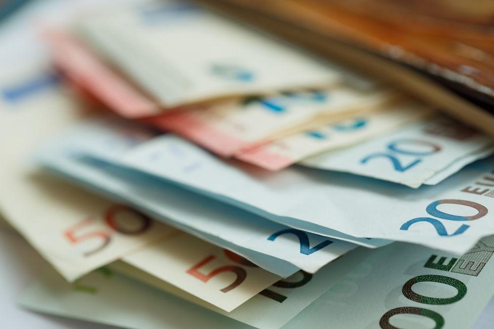 15 let eura