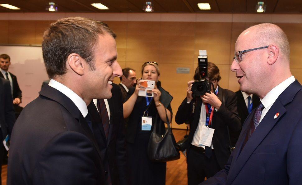 Macron a V4