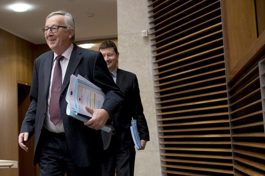 Jean-Claude Juncker, v pozadí Martin Selmayr
